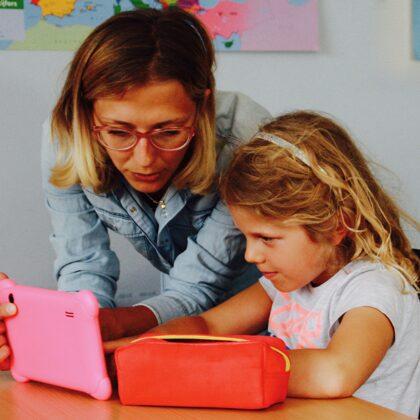 Il docente/genitore aiuta l'alunno quando arriva in difficoltà